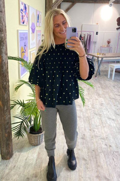 A-View - Bluse - Sisse Blouse - Black With Green Dots