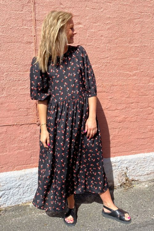 A-View - Kjole - Sisse Cherry Midi Dress - Cherry