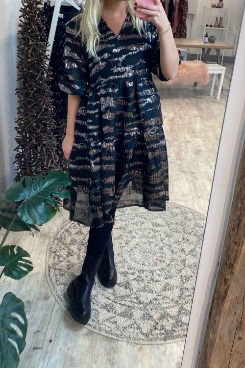 Noella Kjole Vaja Dress Silk Black/Gunmetal Hover