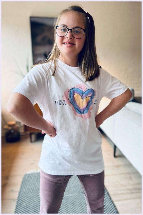 Lykke by Lykke T-shirt Lykkelig Lykkeliga Støtte t-shirt
