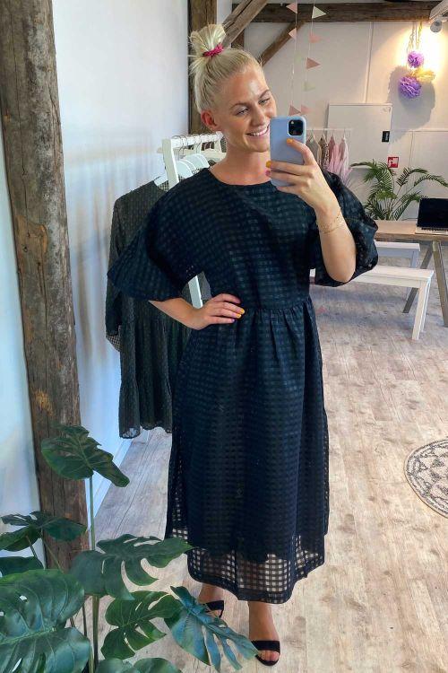 Y.A.S Kjole Dorit 2/4 Midi Dress Black Hover